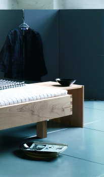 massivholz betten und matratzen m belhaus comodo 5724. Black Bedroom Furniture Sets. Home Design Ideas